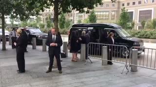 هیلاری کلینتون به دلیل ضعف جسمی شدید مجبور به ترک مراسم 11 سپتامبر شد + فیلم