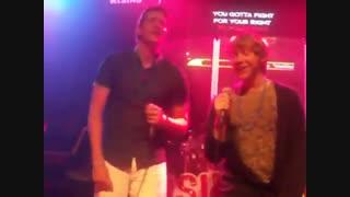 خوندن روپرت و الیور توی کارائوکه Rupert Grint and Oliver Phelps sing Karaoke in Orlando
