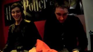 امضا دادن فرد و جرج در نمایشگاه هری پاترJames and Oliver Phelps signing - Harry Potter Exhibition
