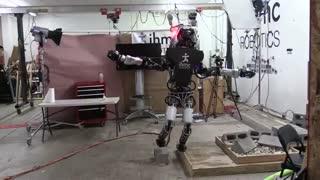 حفظ تعادل ربات انسان نمای اطلس بر روی سطوح ناهوار دو سانتی متری