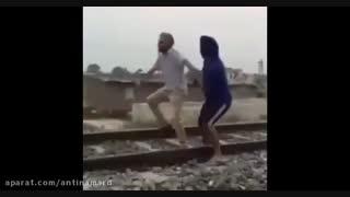 خودکشیاشونم مث فیلماشون چاخانه هندیارویگم!