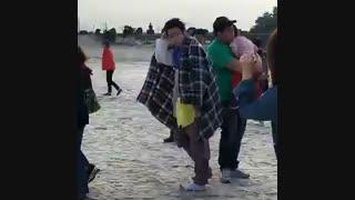 اینم یه عکس دیگه ازجین یونگ در پشت صحنه افسانه دریای ابی