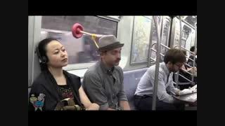 ابتکار برای خوابیدن در مترو-سایت خبر دارین که