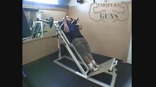نمایش فیلم آموزش حرکات بدنسازی عضله ساق پا ایستاده با دستگاه (هاک)