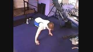 نمایش فیلم آموزش حرکات بدنسازی سینه شنا با دست باز