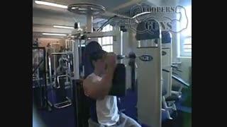 نمایش فیلم آموزش حرکات بدنسازی سینه قفسه سینه با دستگاه