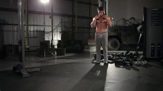 نمایش فیلم آموزش حرکات بدنسازی شکم ایستاده ، سیم کش