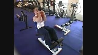 نمایش فیلم آموزش حرکات بدنسازی شکم دراز نشست با توپ