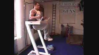 نمایش فیلم آموزش حرکات بدنسازی شکم زانو به قفسه سینه در قاب