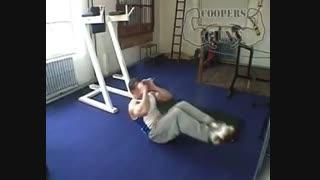 نمایش فیلم آموزش حرکات بدنسازی شکم زانو به قفسه سینه