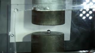 تصاویر آهسته پرس کردن توپ زیر دستگاه هجیم پرس