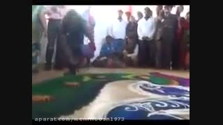 Woman makes a beautiful rangoli in minutes