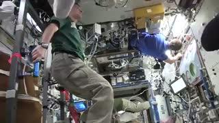 چالش مانکن در  ایستگاه فضایی بینالمللی و جاذبه صفر
