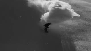 تلفیق زیبای اسنوبورد و برف به رنگ سیاه و سفید
