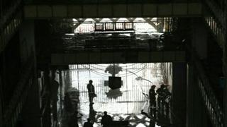 فرار افراد داخل ساختمان پلاسکو-این ساختمان تخریب نشد