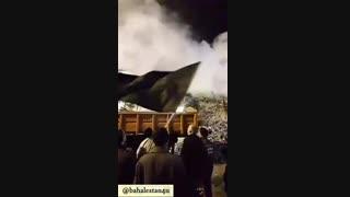 پرچم گردانی حضرت ابالفضل العباس در نیمه های شب در محل آواربرداری پلاسکو
