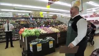 اجرای اپرای غیرمنتظره در سوپرمارکت دارکز