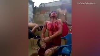 ویدیو (18+) ... خارج کردن ارواح خبیثه از بدن یک مرد!