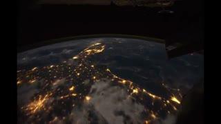 تایم لپس دیدنی از کره زمین در شب !