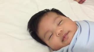 چطور نوزاد را سریع بخوابانیم !