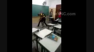 دعوای وحشتناک پسر ها سر کلاس درس