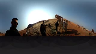 فیلم 360 درجه یک صبح زود با راه پیمایان شتر در دبی
