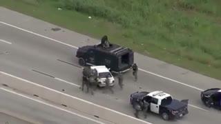 پایان دادن خودرو زرهی پلیس به تعقیب و گریز خسته کننده!!