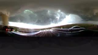 فیلم 360 درجه از تعقیب گردباد